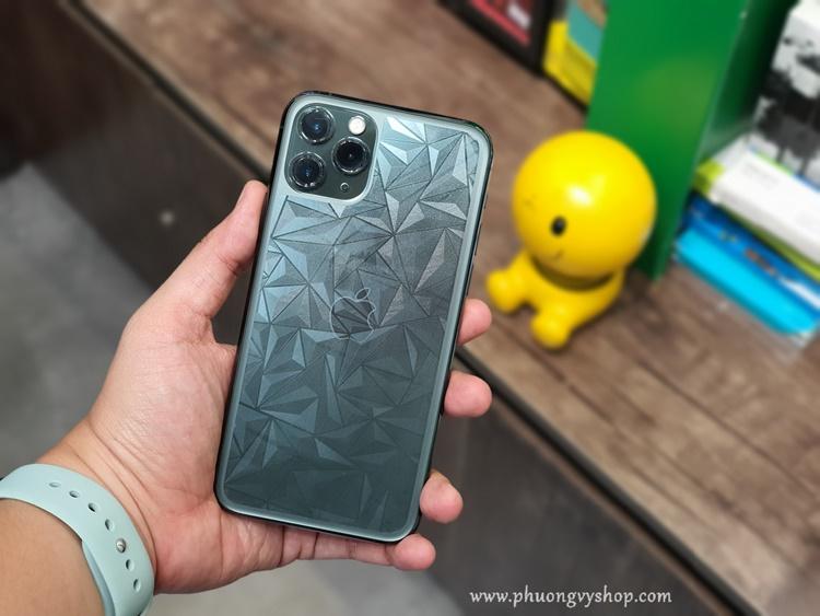 Dán kim cương 3D mặt sau iPhone 11.