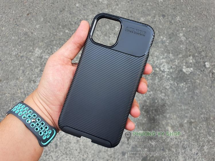 Ốp dẻo carbon iPhone 11.