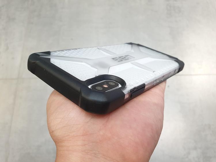 uag-plasma-iphone-xs-max-11