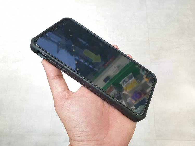 uag-plasma-iphone-xs-max-15