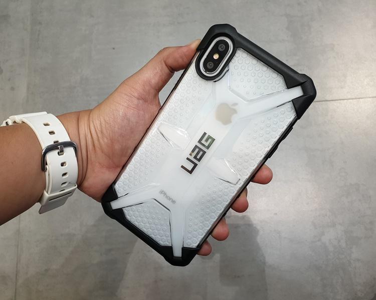 uag-plasma-iphone-xs-max-17