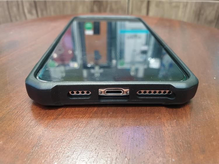 uag-plasma-iphone-xs-max-18