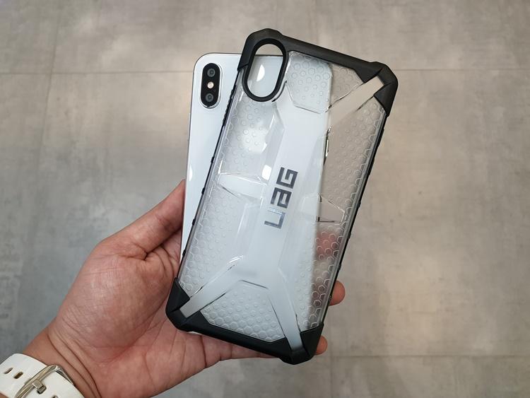 uag-plasma-iphone-xs-max-8